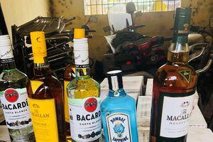 Bắt giữ xe ô tô tải vận chuyển 540 chai rượu ngoại không có giấy tờ hợp lệ