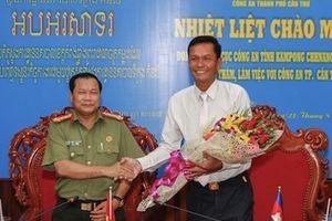Công an tỉnh Kom Pong Chhnăng thăm và làm việc tại Công an TP Cần Thơ