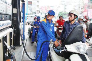 Giá xăng tiếp tục được giữ ổn định, giá dầu giảm