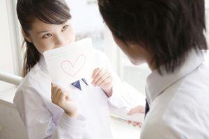 Con gái có nên tỏ tình trước?