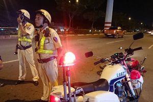 Bị dừng xe kiểm tra, nam thanh niên tông trọng thương CSGT ở TP.HCM