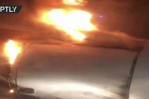 Máy bay chở 202 hành khách cháy động cơ khi cất cánh
