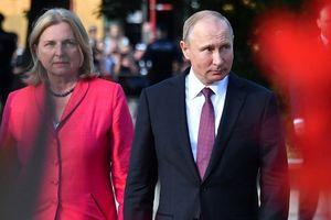 Giữa làn sóng chỉ trích, Putin bảo vệ việc dự đám cưới ngoại trưởng Áo