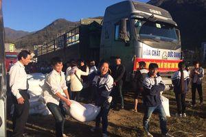 Tích cực hỗ trợ gạo cho học sinh dịp năm học mới