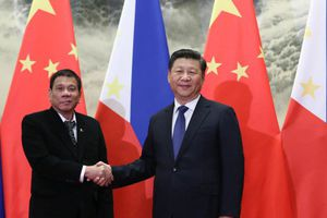 Tổng thống Philippines cảnh báo 'dao rựa' với Trung Quốc
