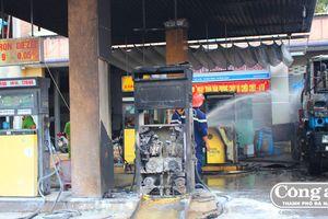 Cháy cây xăng do tia lửa hàn
