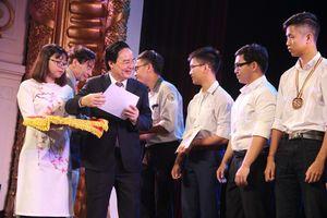 500 học sinh ưu tú được nhận học bổng Vallet