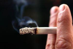 Hít khói thuốc cũng làm tăng rủi ro hụt hơi ở trẻ em