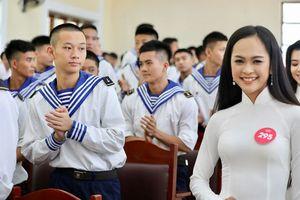 Thí sinh HHVN giao lưu cùng Lữ đoàn 170 Hải quân