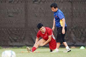 Trung vệ 'thép' Đình Trọng nhiều khả năng lỡ trận đấu với Bahrain 