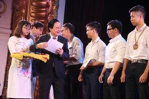 Trao học bổng Vallet cho 500 học sinh ưu tú