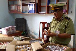 Phát hiện hàng trăm chiếc bánh Trung thu nhãn mác Trung Quốc trong khoang xe khách