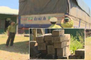 Bắt xe tải ngụy trang vận chuyển trái phép hơn 1 tấn gỗ trắc