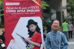 Học sinh Hà Nội nhộn nhịp thử sức kỳ thi TOEFL cùng Apax English