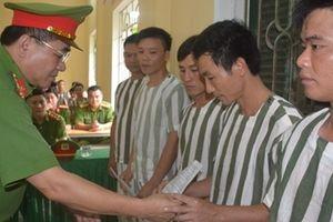 Tổ chức lễ công bố quyết định tha tù trước thời hạn có điều kiện tại Hòa Bình