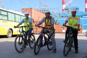 Công đoàn Ban QLDA Nhiệt điện Vĩnh Tân hỗ trợ xe đạp cho người lao động