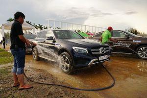 'Xế hộp' tiền tỉ Mercedes GLC bị nước chui vào cầu trước vì…không thể lội nước quá 30cm
