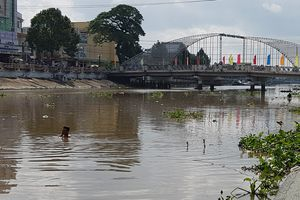 Nữ sinh lớp 9 ở Sóc Trăng trầm mình xuống sông mất tích