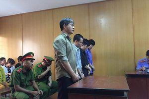 Thông dịch viên vào tù vì phi vụ...2.590 cái muỗng