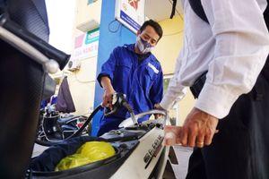 Petrolimex giảm 300 đồng/lít xăng dầu để tri ân khách