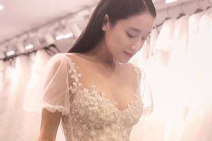 Hình ảnh đầu tiên của Nhã Phương trong trang phục váy cưới