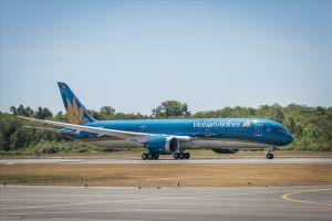 Tuyển U23 Việt Nam vào tứ kết, hàng không tăng chuyến đến Indonesia