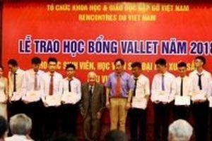 Trao học bổng Vallet cho các sinh viên xuất sắc