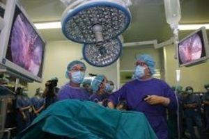Hơn 100 bác sĩ được chuyển giao kỹ thuật phẫu thuật nội soi lồng ngực