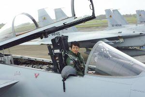 Nhật Bản có nữ phi công lái máy bay chiến đấu đầu tiên