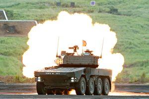 Xe tăng, máy bay lực lượng phòng vệ Nhật Bản khoe tài bắn đạn thật bên núi Phú Sĩ