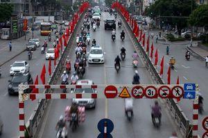 'Lái xe ở Hà Nội mà không bấm còi chỉ có điên'