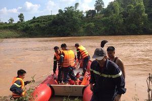 Lạng Sơn: Cán bộ y tế xã bị nước cuốn trôi khi qua ngầm tràn