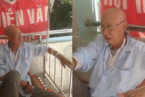 Nghệ sĩ Lê Bình bật khóc khi được động viên vượt qua cơn bạo bệnh