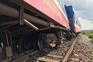 Tàu hỏa trật bánh tại Bình Thuận làm tê liệt đường sắt Bắc Nam