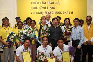Khai mạc Triển lãm giao lưu nghệ sĩ Việt Nam với nghệ sĩ các nước châu Á