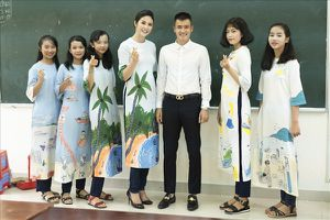 Hoa hậu Ngọc Hân hào hứng hội ngộ cùng cầu thủ Công Vinh tuyên truyền về môi trường