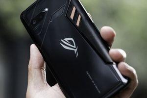 Điện thoại chơi game ROG Phone sắp có phiên bản giá rẻ hơn