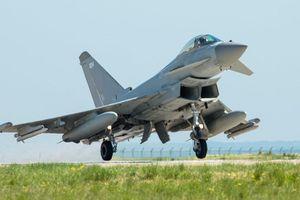 Chiến đấu cơ Anh lại ngăn chặn máy bay Nga ở Biển Đen