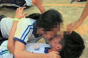 Clip 'học sinh chơi hôn nhau' gây choáng mạng xã hội: Sẽ rút kinh nghiệm