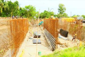 Kiên Giang: Công trình cống bắc qua kênh, lợi bất cập hại từ việc thi công