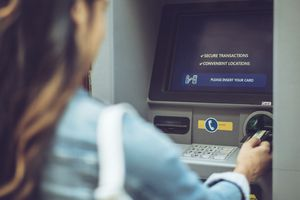 5 điều bạn nhất định phải biết để tránh bị mất hết tiền khi dùng thẻ ATM