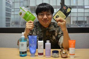 Binh sĩ Hàn Quốc chăm đắp mặt nạ, dùng kem dưỡng da