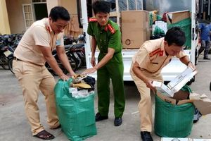 CSGT bắt vụ vận chuyển 11 nghìn gói thuốc lá lậu giả... bánh tráng