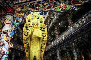 Khám phá bên trong ngôi chùa nhiều kỷ lục nhất ở Đà Lạt