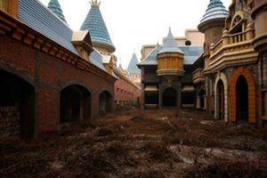 Run cầm cập bước vào công viên bỏ hoang hàng chục năm tại Trung Quốc