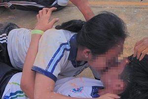 Bộ GD-ĐT yêu cầu xác minh vụ học sinh ở Cần Thơ chơi trò phản cảm