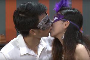 Khán giả phẫn nộ với gameshow hẹn hò ôm hôn chướng mắt