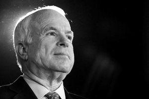 Thượng nghị sĩ John McCain qua đời ở tuổi 81 vì ung thư não