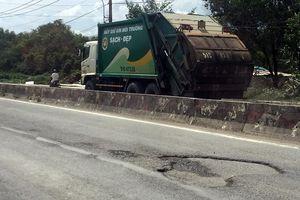 Dân Đa Phước bức xúc vì xe chở rác phá hỏng đường ở TP.HCM
