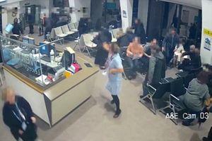 Nữ y tá đối mặt với kẻ đâm dao giúp bệnh nhân có thời gian chạy thoát